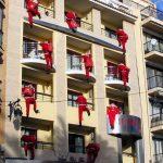 Spariti i Babbi Natale dai balconi, in provincia la festa torna alle tradizioni