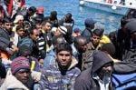 Palermo, la nave spagnola Numancia fa sbarcare 600 migranti