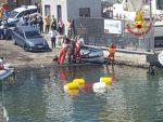 Finisce in mare Fiat 500, intervento dei vigili del fuoco
