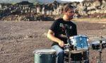 Musica, suonare qui e là per i giovani: il progetto del batterista siciliano che allieta il mondo