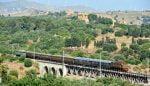 Turismo, in Sicilia 'treni storici del gusto' per riscoprire paesaggi ed enogastronomia: si parte il 28 luglio