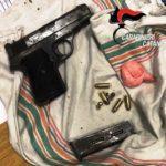 Catania, dalla moto lanciano pistola e coca: erano in due, sono fuggiti
