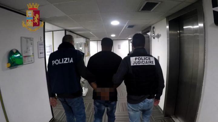 Colpo alla mafia nigeriana: 10 arresti, base nel Cara di Mineo
