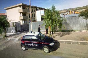 Bronte, 31enne extracomunitario minaccia assistente sociale e danneggia auto dei carabinieri: denunciato