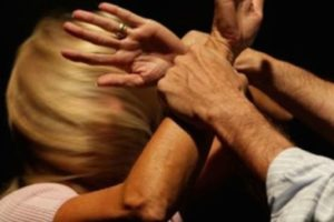 Misterbianco, 27enne di Paternò aggredisce la moglie per avere la carta del 'reddito di cittadinanza': arrestato