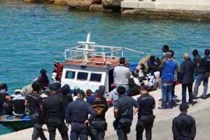 """Migranti, in Sicilia è caos: il ministro Lamorgese manda l'esercito. Musumeci: """"Fare in fretta"""""""