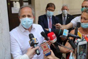 """Coronavirus, Crisanti: """"I casi aumenteranno ma non rischiamo nuovo lockdown"""""""