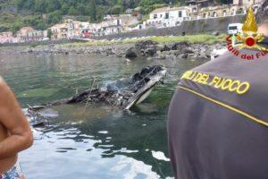 Acireale, esplosione a S. Maria la Scala: due ustionati e due imbarcazioni distrutte