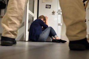 Fiumefreddo, ubriaco picchia la moglie davanti alla figlioletta: 43enne arrestato