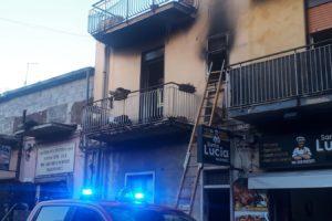 Piano Tavola, incendio in un'abitazione di via Mongibello. 7 intossicati