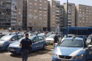 Catania, nel 'mondo a parte' di Librino la Polizia scopre garage dove vivono anziana e figlio: in mezzo a blatte e topi