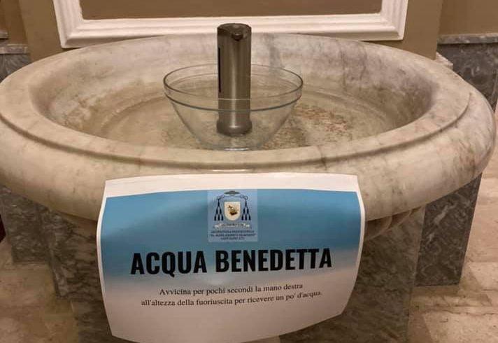 Sant'Alfio, nella chiesa dei 3 santi torna l'acqua benedetta…con il dispenser: una fotocellula fa il 'miracolo'