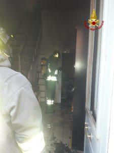 Paternò, incendio in abitazione di via Pascoli: fiamme dal vano della lavanderia