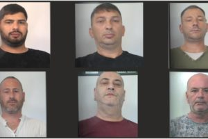 """Catania, Polizia sgomina """"la banda del lockdown"""": furti negli appartamenti di chi era in fila ai supermercati"""