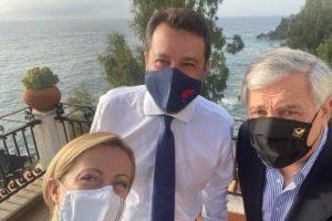 Caso Gregoretti, Salvini al Tribunale di Catania con il sostegno del centrodestra: tensioni e mobilitazione davanti al Palazzo di Giustizia