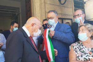 """Bronte, si è insediato il sindaco Firrarello: """"Donne aiutateci ad abbellire la città"""" (VIDEO)"""
