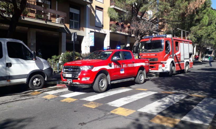 Paternò, fiamme in negozio di cornici su Corso del Popolo: il rogo forse a causa di un corto circuito