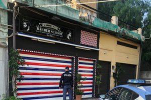 Catania, baciamano ai clienti ma niente mascherina: sala da barba chiusa per 5 giorni per violazione norme anti-Covid