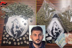 Misterbianco, in casa nasconde marijuana e 523 monete antiche: 33enne arrestato in flagranza