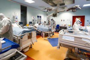 Entro i prossimi trenta giorni i posti letto Covid occupati in Sicilia saranno 3.300, e 470 le terapie intensive utilizzate.