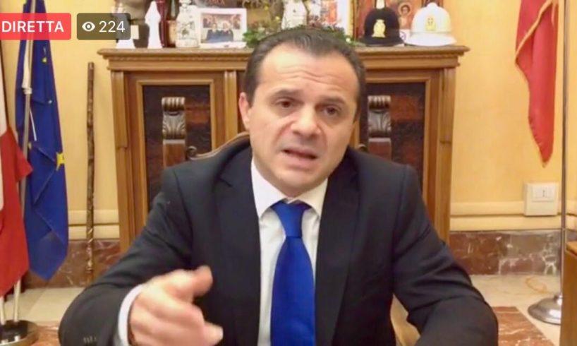 """Messina, l'ordinanza """"anti babbìu"""" del sindaco Cateno De Luca: scuole chiuse e divieto di stazionamento"""