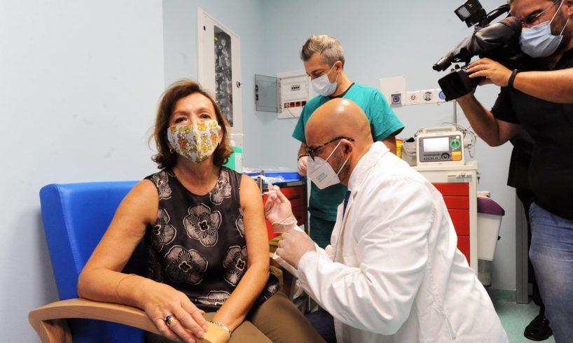 """Covid, Zampa: """"Vaccino sia obbligatorio per operatori sanitari"""""""
