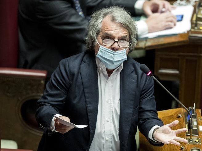 """Scostamento, le lacrime di Brunetta sul voto unanime in Parlamento: """"La politica ha fatto una scelta etica"""""""