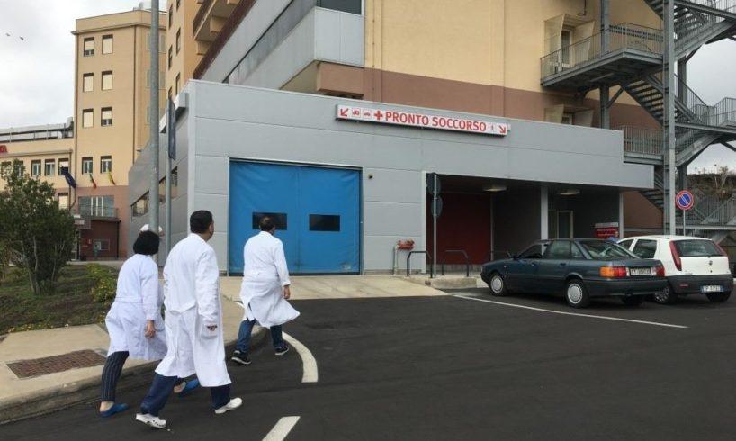 """Biancavilla, venerdì protesta degli infermieri dell'ospedale-Covid: """"Siamo in pochi e siamo allo stremo"""""""