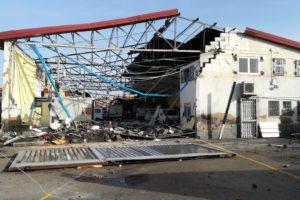 Maltempo, oltre 100 interventi dei Vigili del Fuoco: muri crollati, capannoni scoperchiati e auto danneggiate
