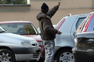 Catania, reddito di cittadinanza revocato a 6 parcheggiatori abusivi: tutti denunciati per 'percezione indebita'