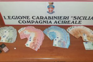 Aci Catena, in casa aveva cocaina e 6100 euro in contanti: denunciato disoccupato 26enne