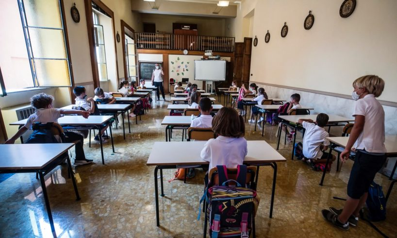 """Paternò, nasce il gruppo """"Io sono l'1%"""" contro la chiusura delle scuole: in 95 firmano un documento"""