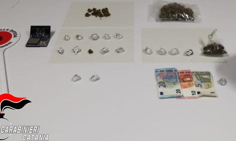 Mineo, spacciava droga in casa: ai domiciliari 28enne, segnalato alla Prefettura come assuntore