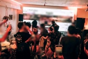 """""""Buon Compleanno"""" e tante multe salate: 13 giovani multati nel Trapanese per una festa in casa senza mascherine"""