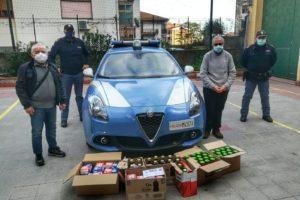 Catania, poliziotti donano alimentari alla parrocchia del Canalicchio: da distribuire ai più bisognosi