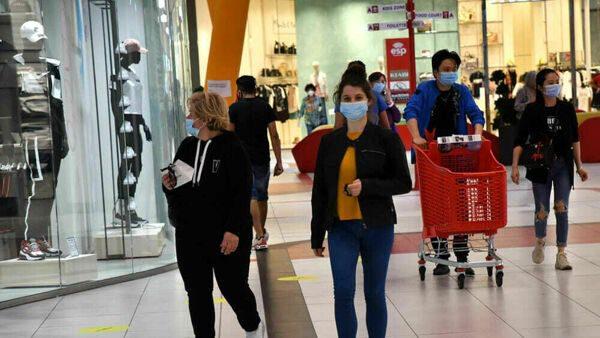 Covid, in Sicilia nuove regole da lunedì: test negativi per chi arriva e contapersone nei centri commerciali