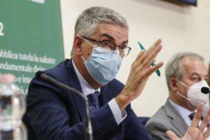 """Covid, Brusaferro: """"Stare a casa a Natale per fermare l'epidemia. Stiamo decrescendo ma i numeri restano alti"""""""