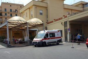 Catania, picchiano il medico ed entrano nel reparto covid del 'Garibaldi Centro': denunciati 2 fratelli