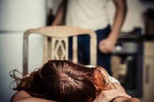 Adrano, marito denunciato per maltrattamenti: la moglie e i 4 figli minori trasferiti in una casa famiglia