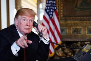 Usa, Trump firma piano anti covid da 900 mld di dollari: evitato lo shutdown