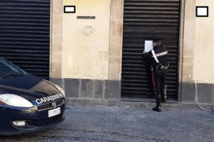 Militello Val di Catania, in 4 senza mascherina dentro il bar: sanzionati e locale chiuso