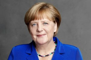 """Covid, Merkel contro i negazionisti: """"Teorie non solo false ma ciniche e crudeli per chi è in lutto"""""""