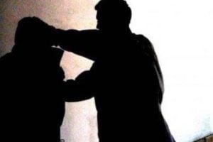 Adrano, aggrediscono il cugino e gli rompono naso e gamba: denunciati due fratelli
