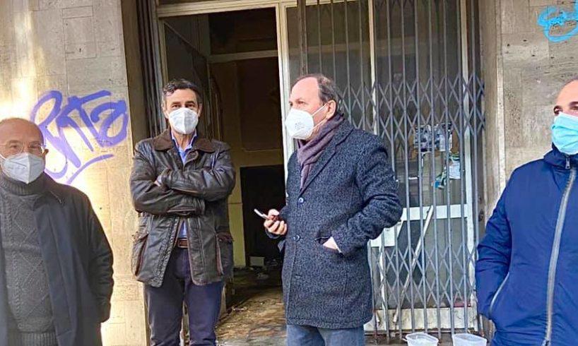 """Paternò, sopralluogo nell'ex Albergo Sicilia del sindaco e dei funzionari di Pubbliservizi: """"Presto messa in sicurezza"""""""