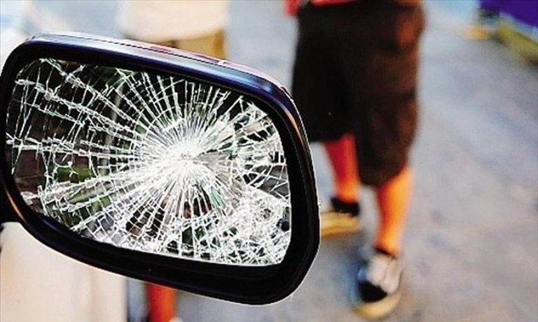 Catania, denunciati 2 pregiudicati di Adrano esperti nella 'truffa dello specchietto': in auto gesso nero per simulare graffi