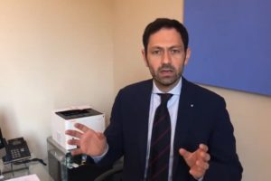 """""""Non sono a rischio i richiami dei vaccini in Sicilia, perché eravamo stati prudenti seguendo tutte le linee guida provenienti dal ministero della Salute e dal commissario nazionale. Però non c'è dubbio che i ritardi e gli impegni non mantenuti da Pfizer meritino una reazione. A livello nazionale si è ipotizzata un'azione legale, la Sicilia la sosterrà, la sosterranno tutte le Regioni italiane""""."""