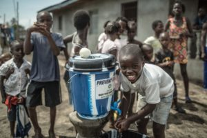 """Covid, Oms: """"Paesi sviluppati si accaparrano vaccini ai danni di quelli più poveri. Catastrofe morale"""""""