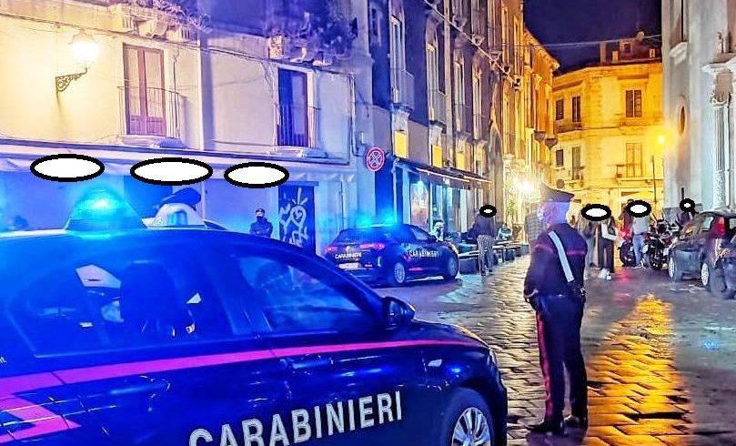 Catania, spaccia droga nel centro storico: in auto lo attendono la moglie e i due figli piccoli