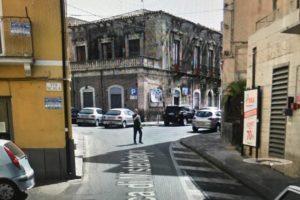 """Adrano, il Comune vuole vendere l'ex Centro per Anziani. L'ex sindaco Mancuso: """"Fate schifo"""""""