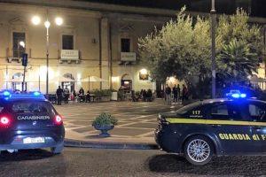 Paternò, controlli anticovid di Carabinieri e Gdf: elevate 50 sanzioni, 5 patenti ritirate